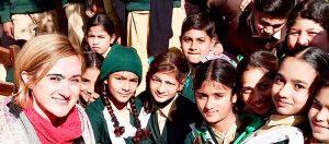 viaggio in pakistan - Laura con le bambine a Nathoki